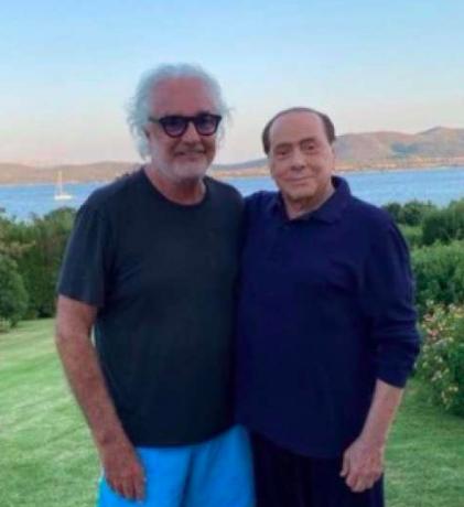 Berlusconi contagiato: il colpo di teatro di un uomo con la balera nel destino